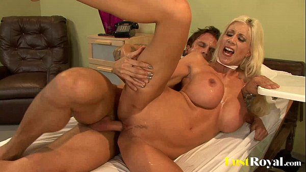 Every girls should take notes from Puma Swede